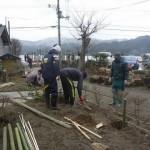 20120310供養塔の竹垣つくり01