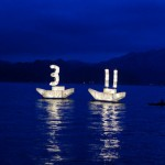 20120311大槌_鎮魂のあかりが海上を照らす